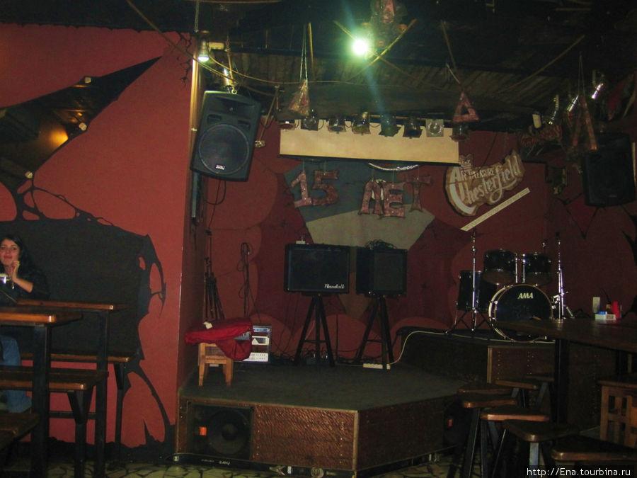 Второй зал рок-бара