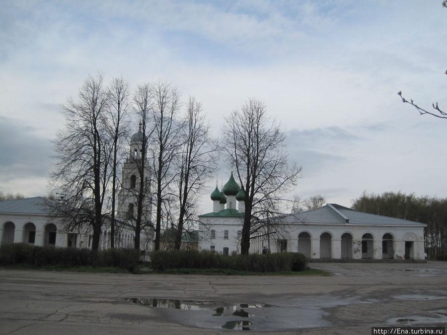 Троицкий собор — украшение просторной площади Свободы