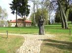 Памятник  Марии Тенишевой возле историко-архитектурного комплекса