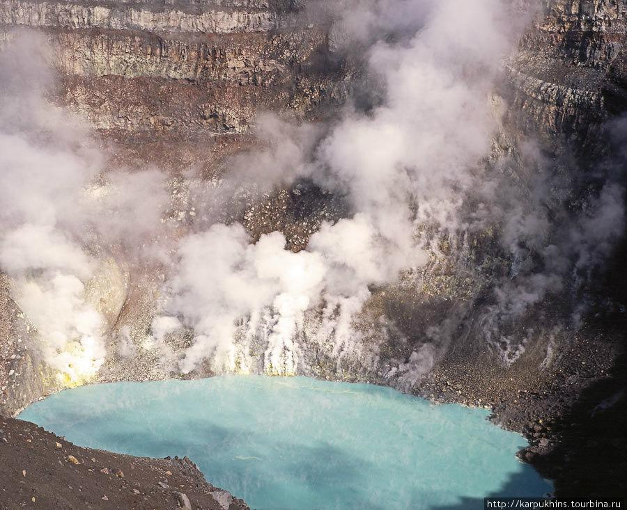 Другой кратер Горелого. С озером соляной кислоты.