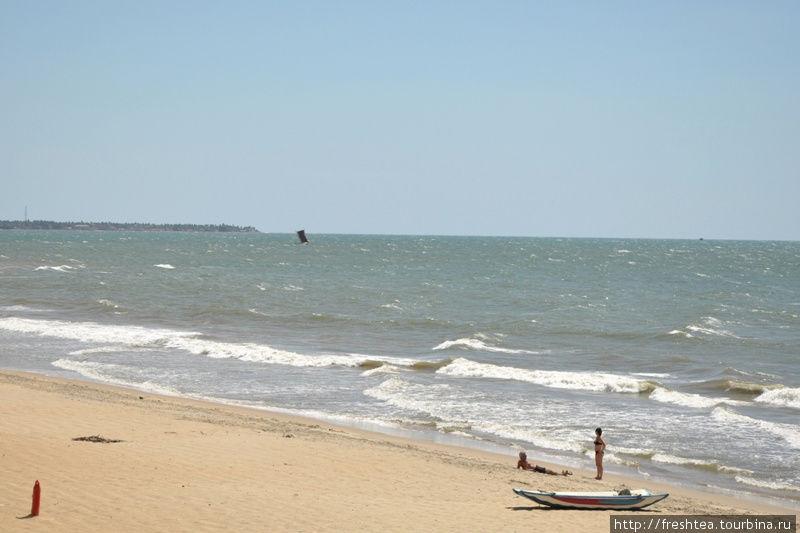 Океан, песок, небо...