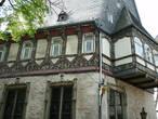 Одно из самых известных зданий города — Брусттух (1521-1526), сейчас — гостиница.