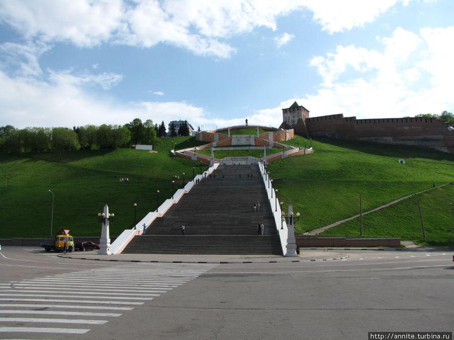 Чкаловская лестница с Нижневолжской набережной.