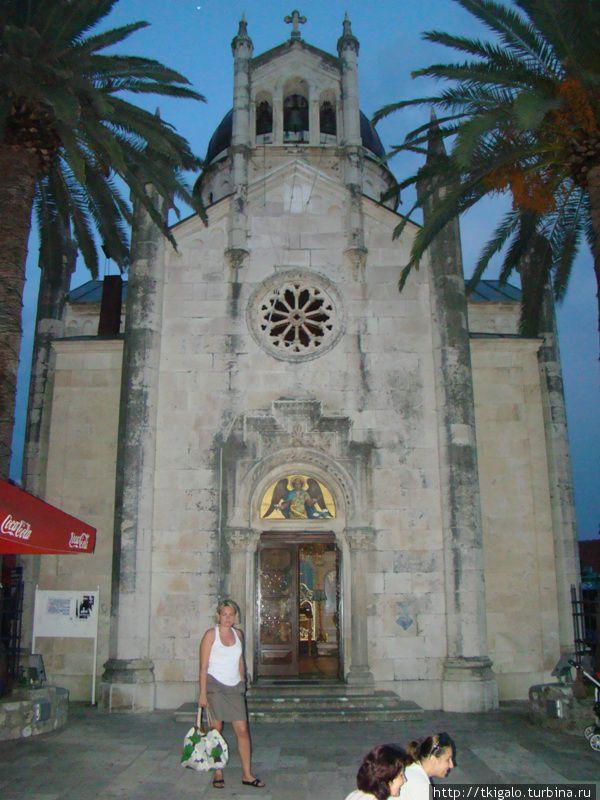 Церковь Св.Михаила Архангела на площади Белависта.
