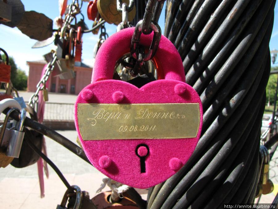 Розовое пушистое сердечко.