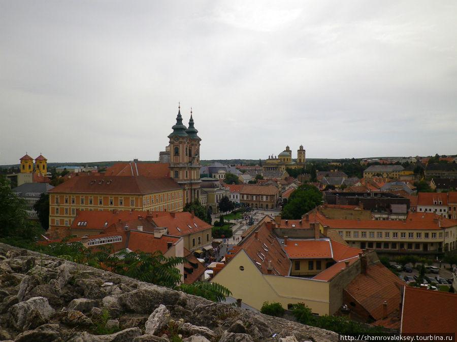 Вид на площадь со стен крепости