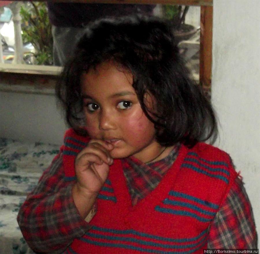 Симпатичные мордашки непальских детишек.