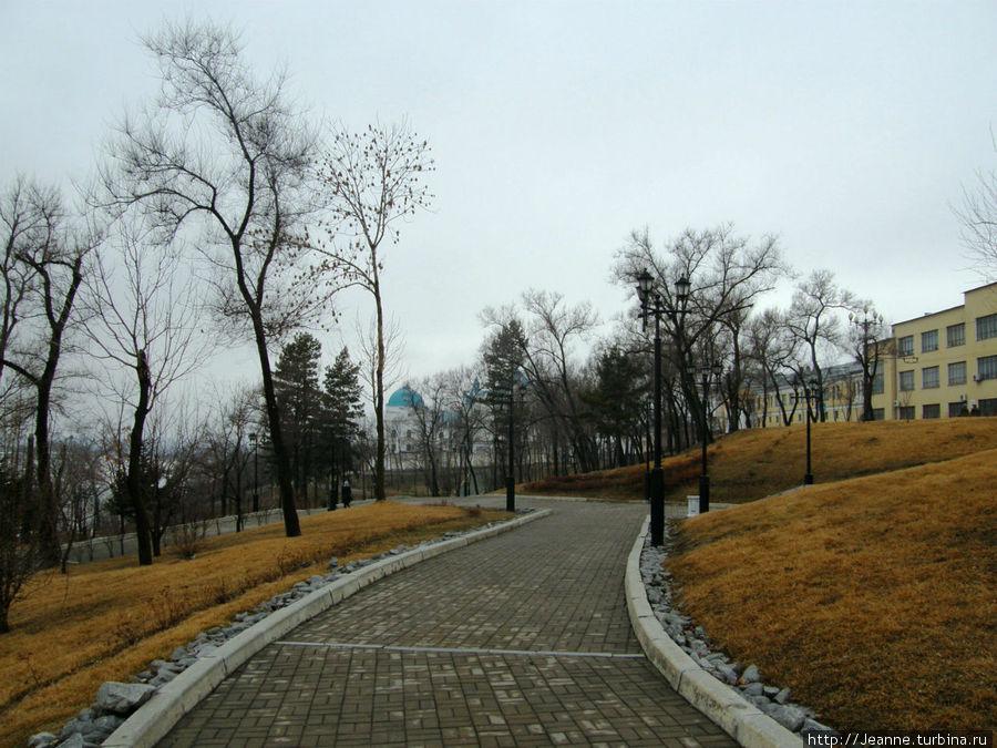 Парк возле набережной...