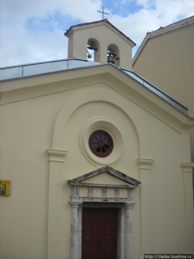 Фрагмент фасада церкви
