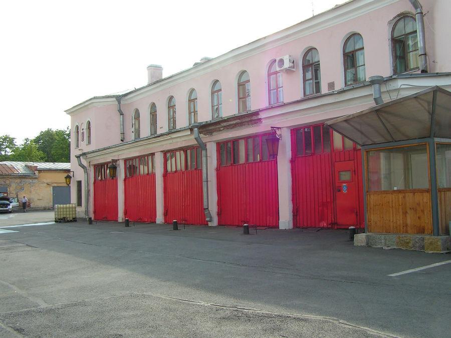 Внутренний двор д.№26. Здесь расположена федеральная противопожарная служба №31 по г.Санкт-Петербургу.