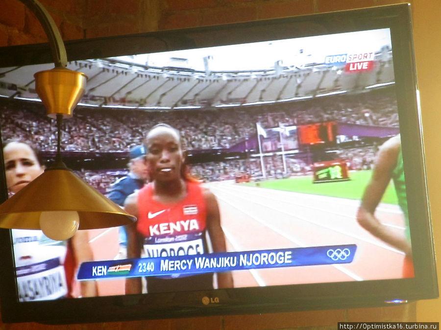 По телевизору показывали олимпиаду