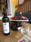 согреться в непогоду можно бокалом местного вина