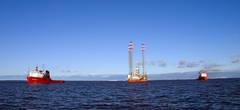 Основная нагрузка при буксировке — на два океанских буксира