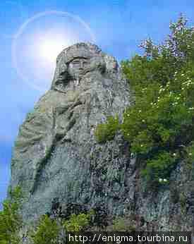 Фигура Божьей Матери в скале на острове Патмос.