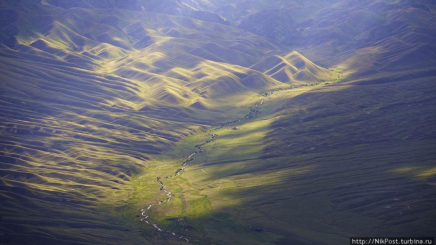 Долина реки Каракыстак. Киргизский хребет. Тараз, Казахстан