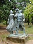 Монумент албанской крестьянке и крестьянину