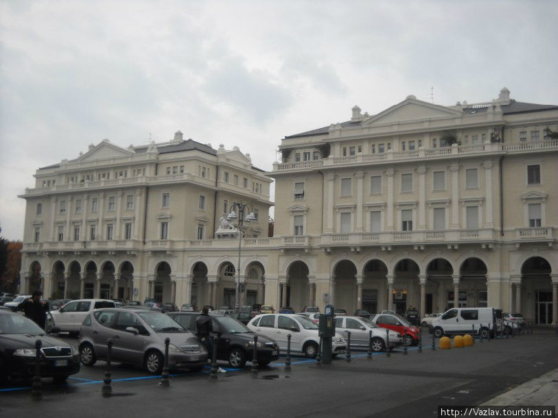 Фасад дворца рынка