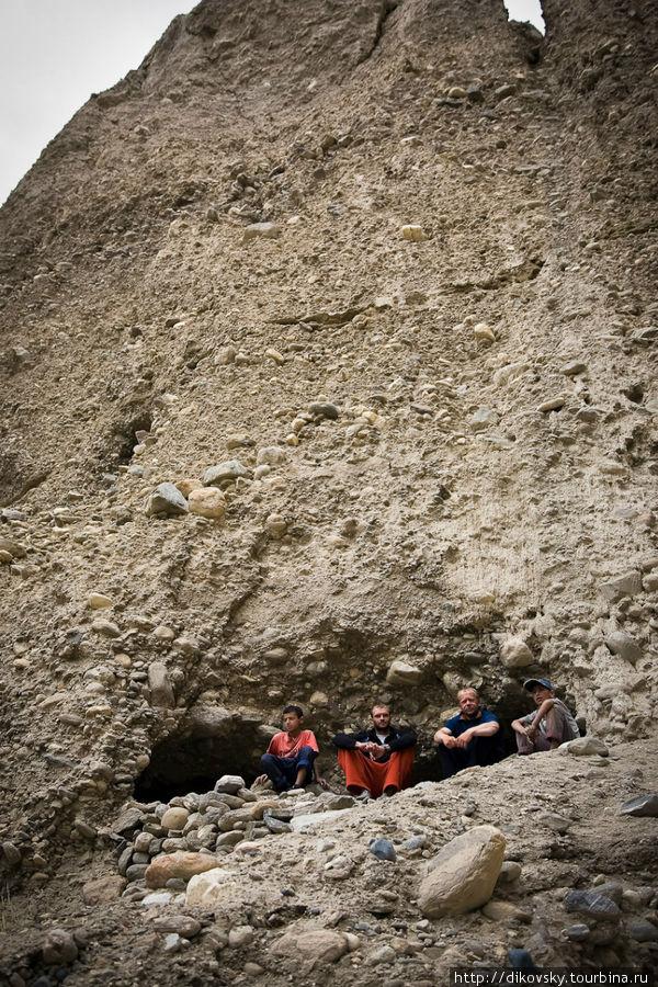 Буддистские пещеры. Вранг