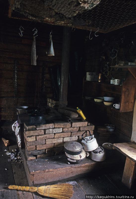Печка — центральное место в избе.