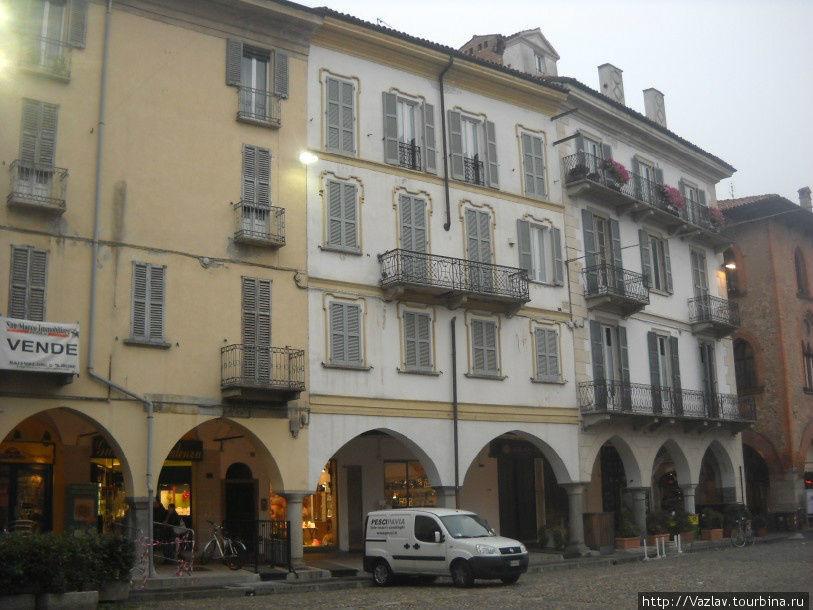 Традиционные аркады Павия, Италия