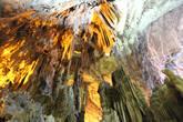 Фантастические фигуры сталактитов и сталагмитов