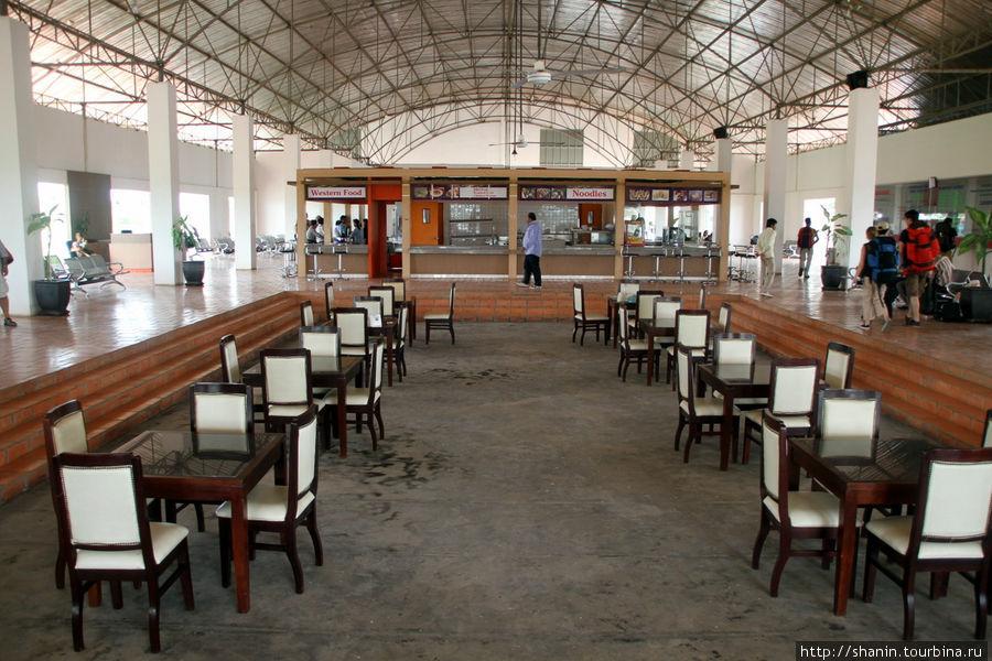 Автовокзал на камбоджиймской стороне границы