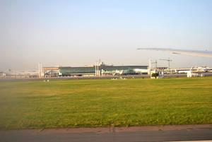 Терминал Эзейзы со взлетной полосы