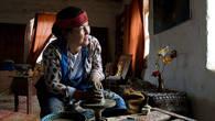 Зинат Урынбасарова освоила гончарное дело по велению души, и теперь восстанавливает утерянные за века традиции древних гончаров   Сарайчика, славящегося в средние века своей керамикой
