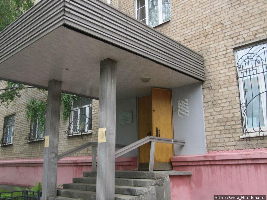 За этой дверью находится мытищинский историко-художественный музей, в котором нас очень-очень тепло приняли.