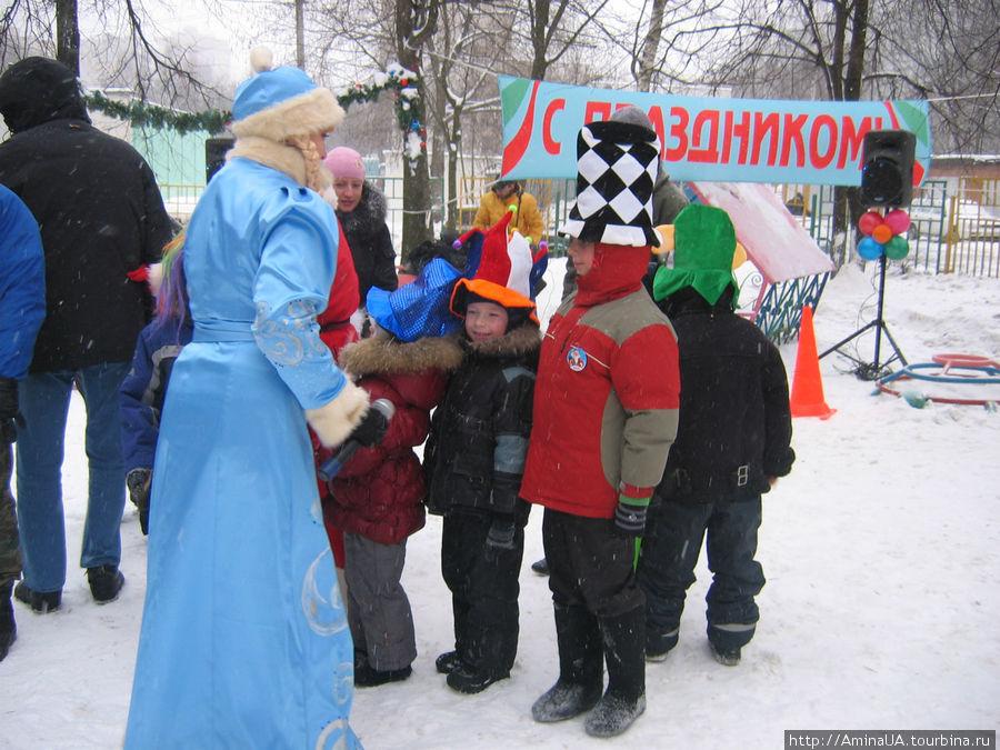 муниципальный утренник в московском дворике