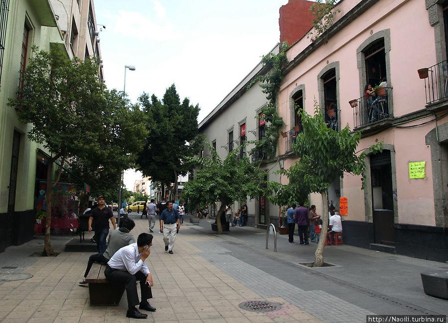 Пешеходная улочка Сан Херонимо, здесь много симпаничных кафе