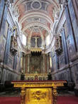 Кафедральный Собор Эворы, возведенный в романо-готическом стиле между 1186 и 1204 годами. В нём расположен алтарь Богоматери с Младенцем из позолоченного дерева