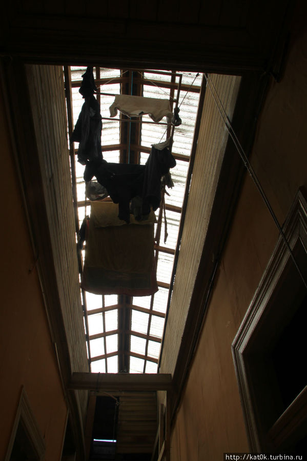 В коридоре полупрозрачная крыша