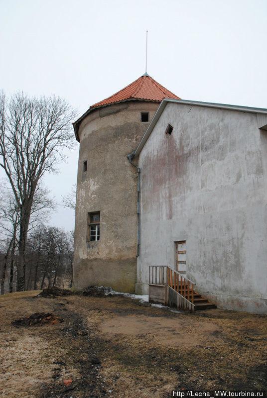 Донжон замка в Алсунге Вентспилс, Латвия