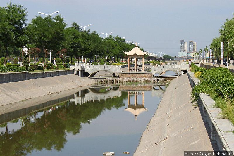 Канал с аркой Пинъяо, Китай