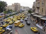 Тесный поток машин в столице Сирии, большинство жёлтые- такси