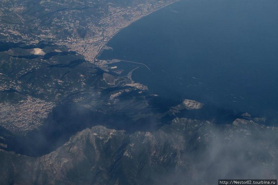 На пути на Сицилию. Внизу западный берег Италии, Соренто.