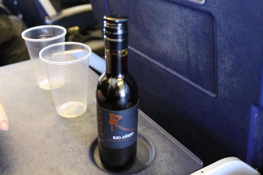Бутылочка такого же вина в Ryanair стоила 4 евро и было в ней 250 г