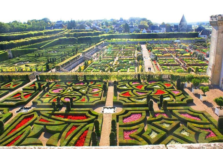 Вид на сады со стен замка