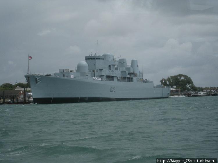 Современный военный кораб