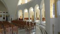 Колоннада внутри храма