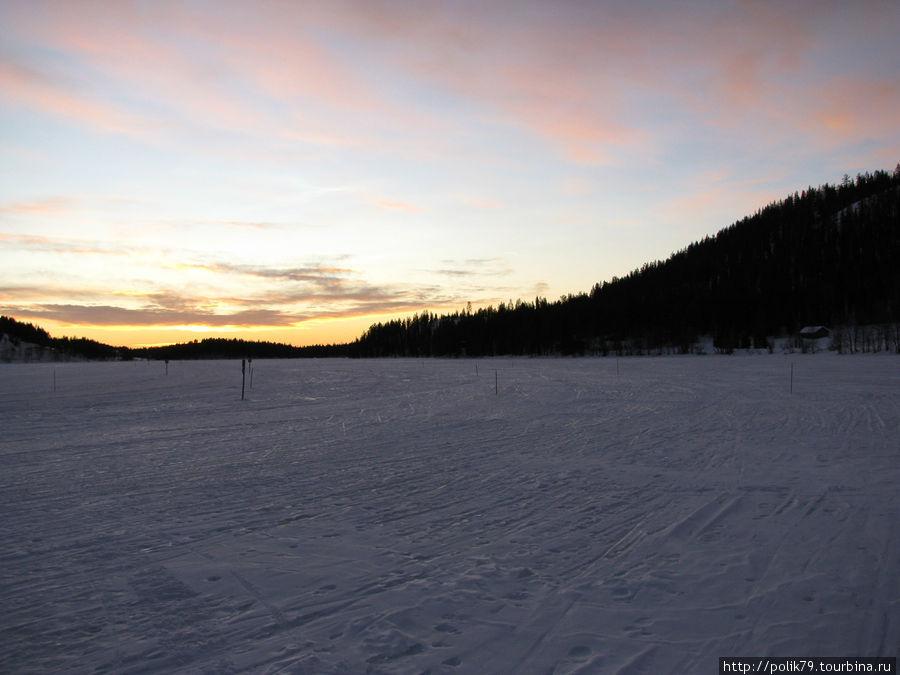 Участок лыжной трассы на замерзшем озере. Единственное место, куда не доходит трактор.
