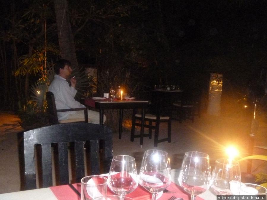 Poisson Rouge — свечи, пальмы, звезды + французская кухня