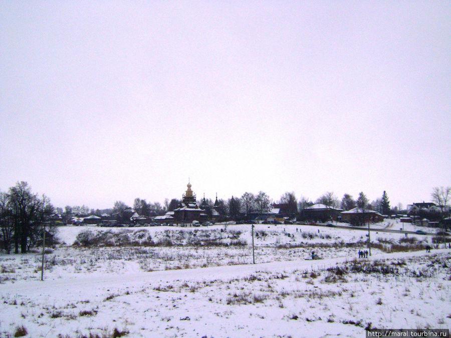 Вид с кремлёвского вала на Музей деревянного зодчества
