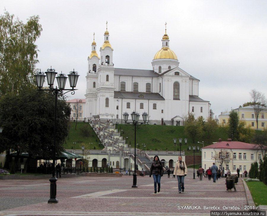 Свято-Успенский кафедральный собор. Вид со стороны Пушкинской улицы.