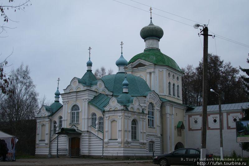 Надвратная церковь Тихвинской иконы Божией Матери (