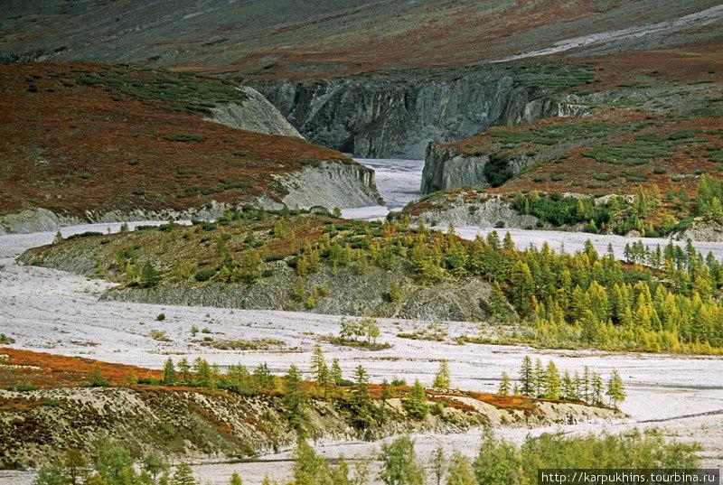 На переднем плане устье Правого Ниткана. На среднем долина Ниткана. На дальнем каньон Снежника.