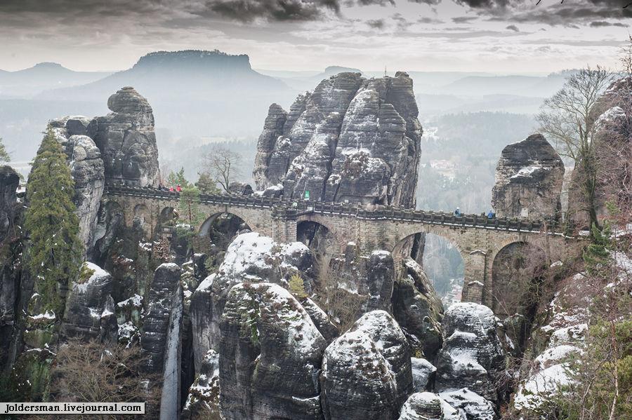 Самое узнаваемое место Бастая-бастайский каменный мост (Basteibrücke, которому уже более 200 лет. Саксонская Швейцария Национальный Парк, Германия