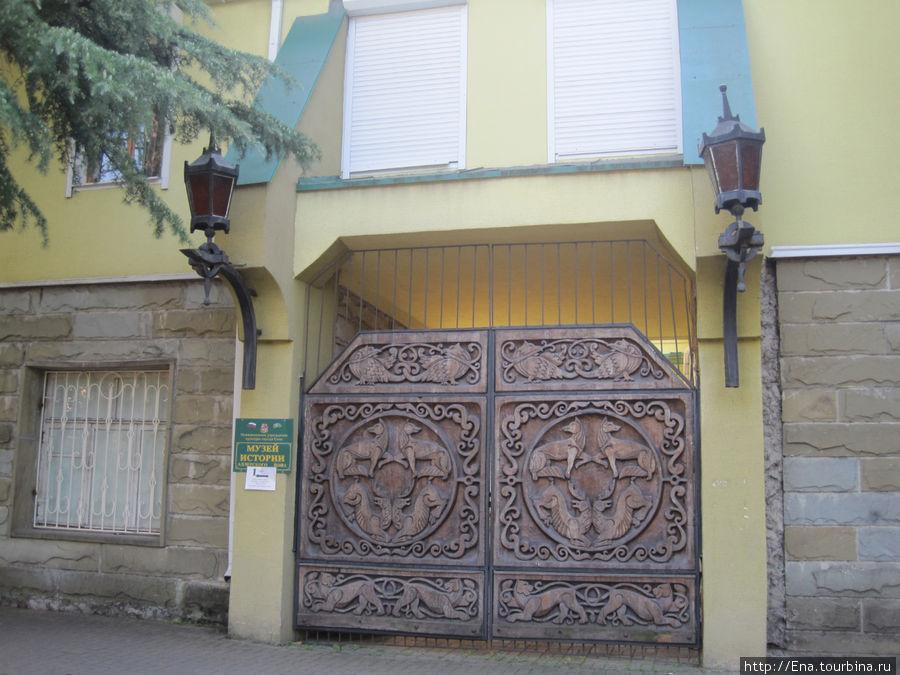 На аллее Славы расположен музей истории Адлера