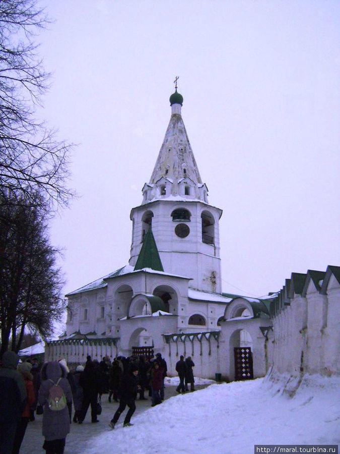 Знакомство с Суздалем лучше всего начинать с посещения Кремля, на этом месте и начал строиться город